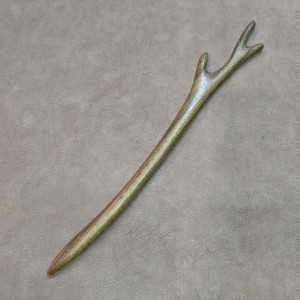 Pic à cheveux en bois clair - 18 cm Branche Cerf